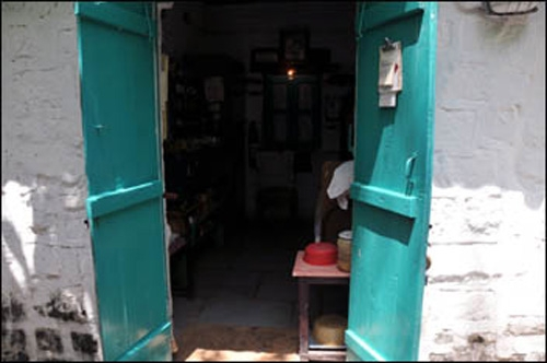 Entrance to Aloba's room
