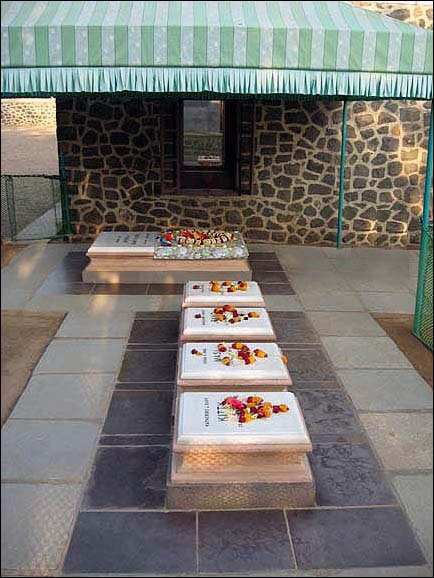 Graves of Close Women Mandali