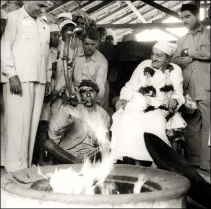 Meher Baba at Dhuni, 1954