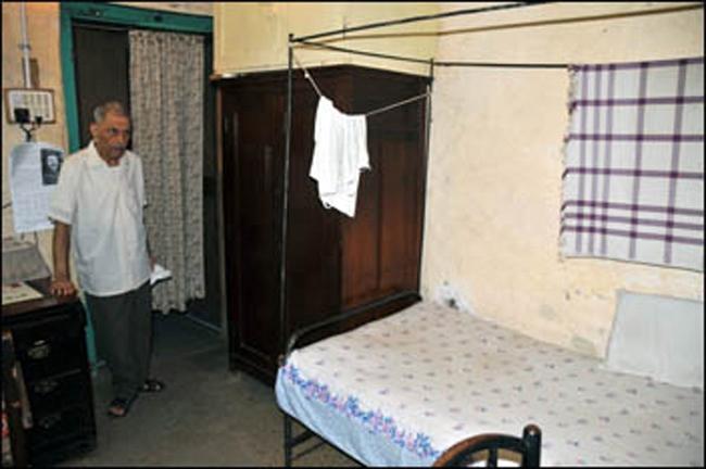 Merwan Jessawala in Pendu's room